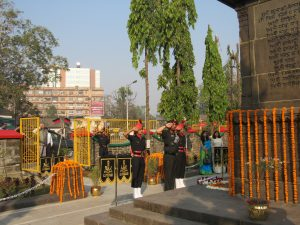 lt gen pjs pannu avsm vsm paying homage to martyrs at maratha war memorial